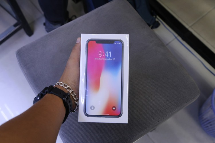Anh nong iPhone X dau tien ve Viet Nam, gia 68 trieu-Hinh-3