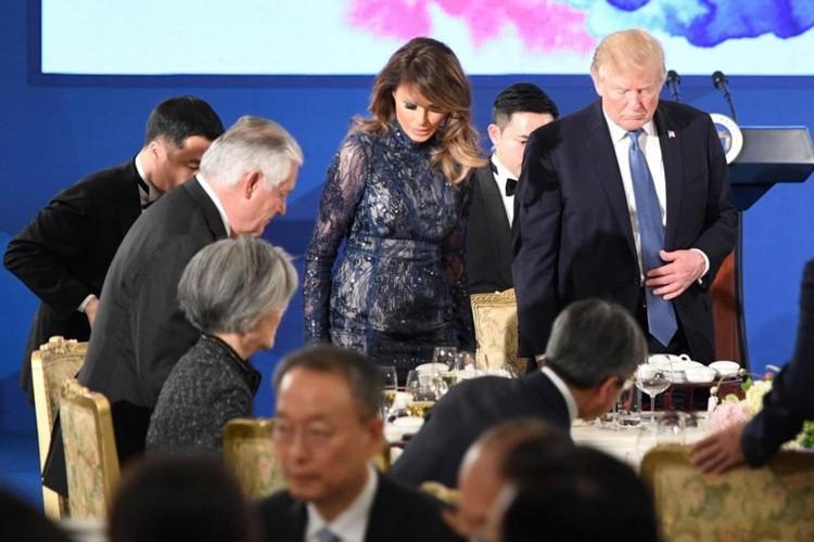 """Bo suu tap thoi trang"" cua ba Trump khi cong du chau A-Hinh-10"