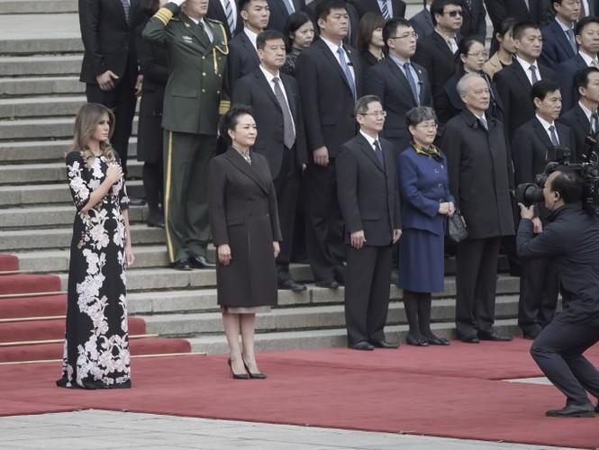 """Bo suu tap thoi trang"" cua ba Trump khi cong du chau A-Hinh-12"