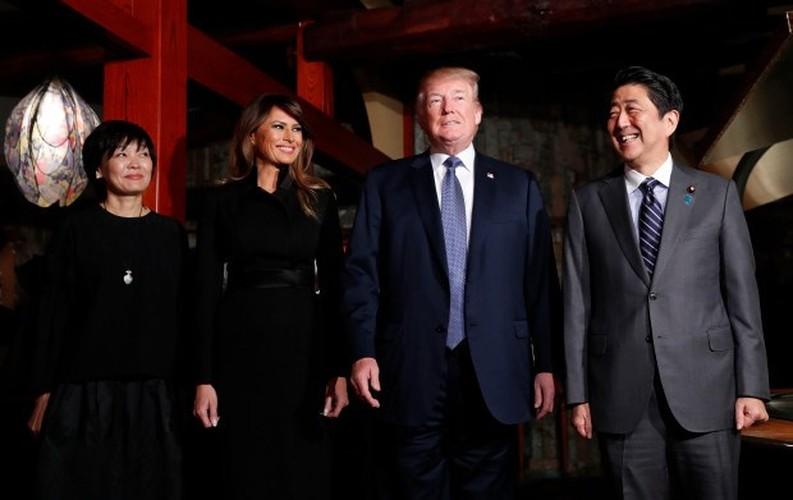 """Bo suu tap thoi trang"" cua ba Trump khi cong du chau A-Hinh-5"