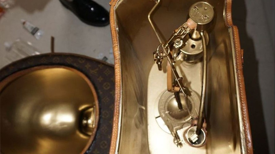 Choang vang bon cau boc tui Louis Vuitton gia hon 2 ty-Hinh-4
