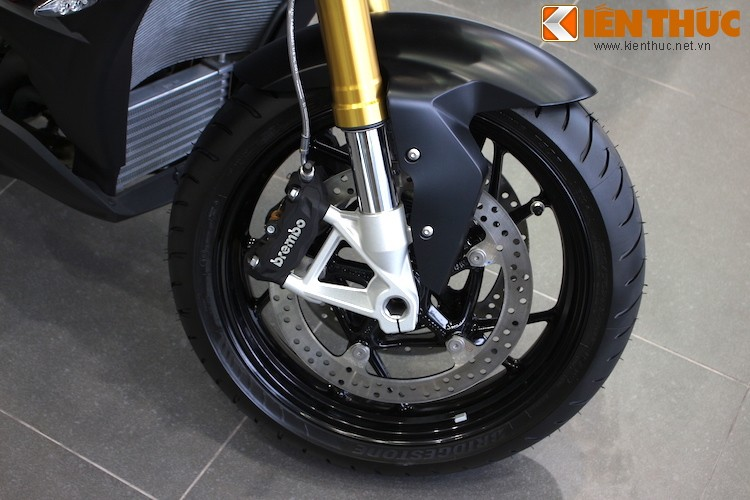Can canh BMW S1000XR gia 660 trieu tai Viet Nam-Hinh-4