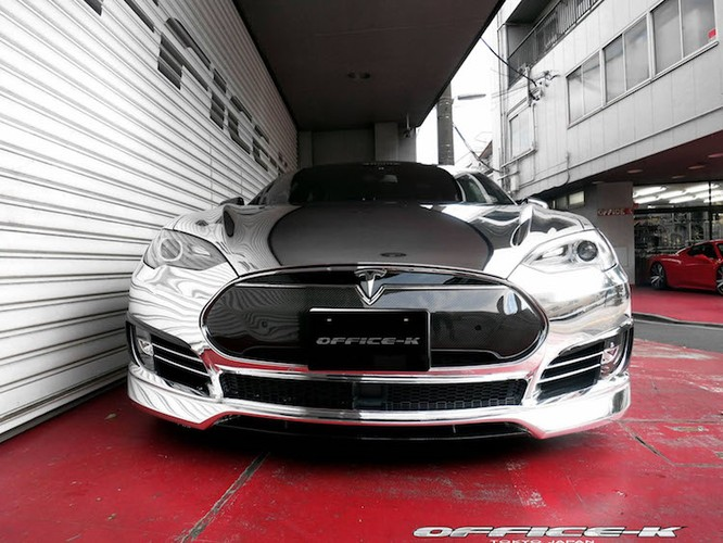 Can canh sieu xe xanh Tesla Model S do chrome tu Nhat-Hinh-2