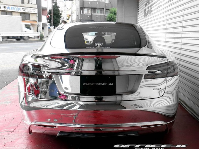Can canh sieu xe xanh Tesla Model S do chrome tu Nhat-Hinh-7