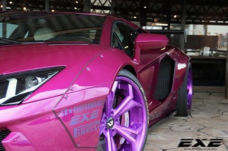 Sieu xe Lamborghini Aventador tim hong