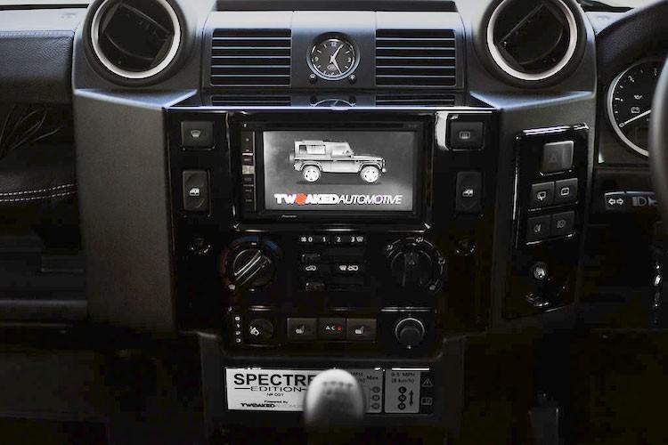 """Xe chien"" Land Rover Defender - tu phim ra doi that-Hinh-8"