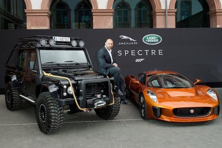 """Xe chien"" Land Rover Defender - tu phim ra doi that"