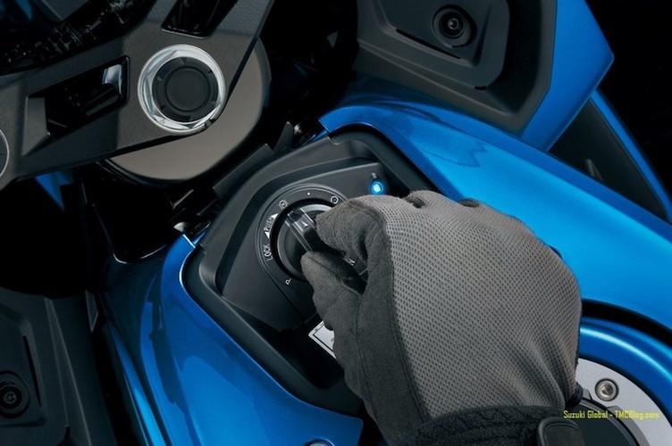 """Suzuki """"trinh lang"""" xe moto the thao gia re GSX-R125-Hinh-6"""
