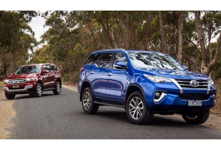 Toyota Fortuner re hon Ford Everest toi 600 trieu tai VN