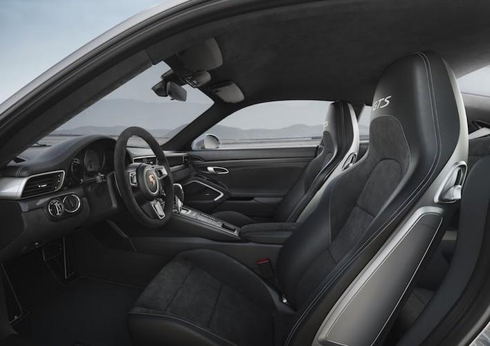 Soi loat sieu xe Porsche 911 GTS gia tu 2,95 ty-Hinh-6