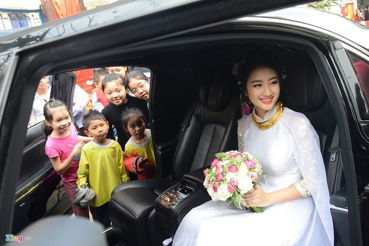 """""""Soi"""" dan sieu xe tram ty an hoi hoa hau Thu Ngan-Hinh-4"""