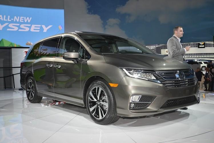 "Xe gia dinh ""sieu tien loi"" Honda Odyssey 2017 co gi?"