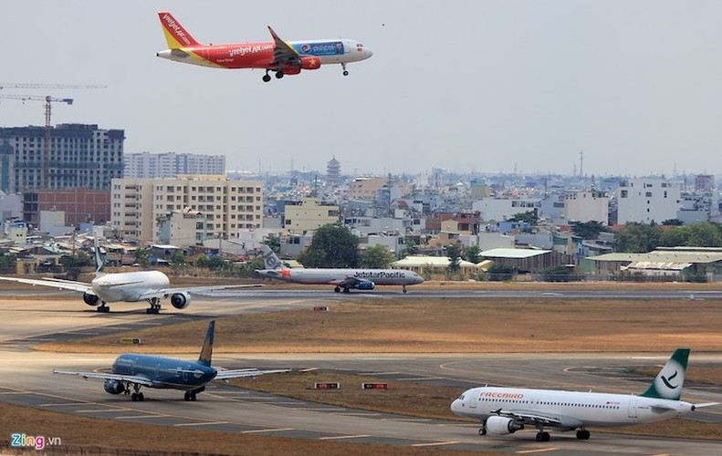 May bay ngap tren khong va duong bang tai Tan Son Nhat-Hinh-9