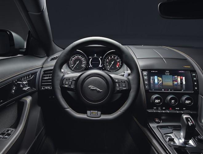 Hang Jaguar ra mat sieu xe the thao F-Type 2018-Hinh-3