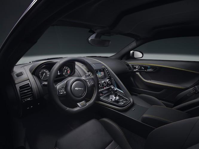 Hang Jaguar ra mat sieu xe the thao F-Type 2018-Hinh-4
