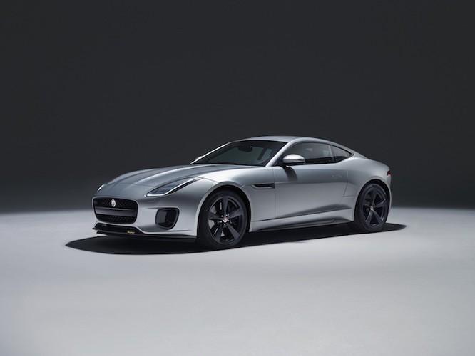Hang Jaguar ra mat sieu xe the thao F-Type 2018-Hinh-5