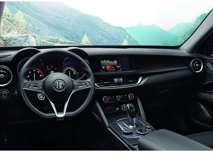 "Can canh crossover Alfa Romeo Stelvio ""dau"