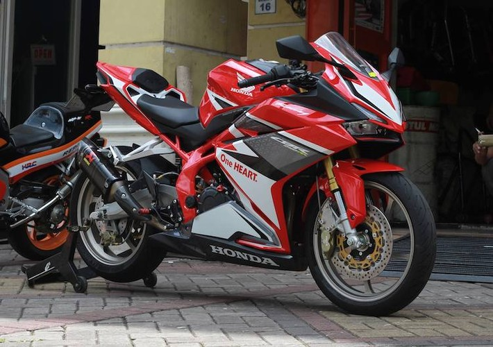 "Honda CBR250RR ""len do choi"" cuc doc tai Indonesia"