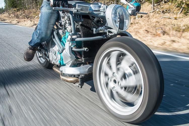 Can canh xe no hang thua cuc doc tu Yamaha GTS1000-Hinh-3