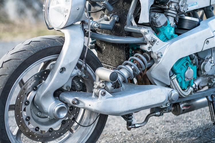 Can canh xe no hang thua cuc doc tu Yamaha GTS1000-Hinh-4