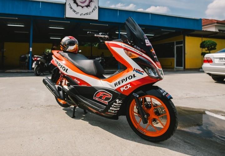 """Honda PCX150 """"sieu the thao"""" phong cach Repsol"""