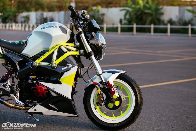 Can canh Ducati Monster