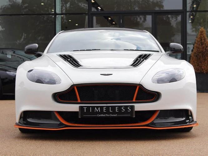 "Aston Martin Vantage GT12 ""doi cu"" dat gap doi xe moi-Hinh-2"