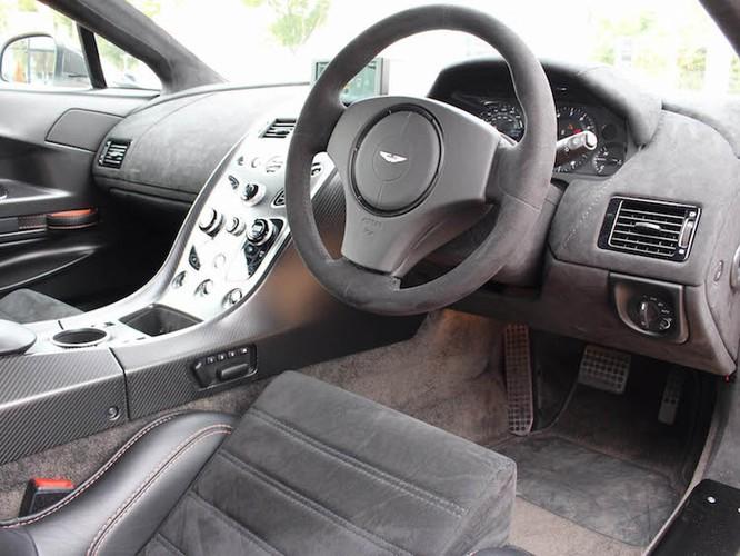 "Aston Martin Vantage GT12 ""doi cu"" dat gap doi xe moi-Hinh-5"