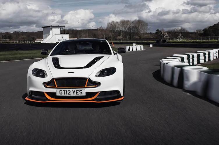 "Aston Martin Vantage GT12 ""doi cu"" dat gap doi xe moi-Hinh-9"
