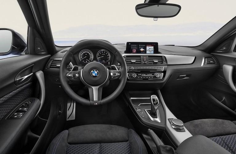 "Hatchback BMW 1 Series 2018 ""gia re"" co gi moi?-Hinh-4"