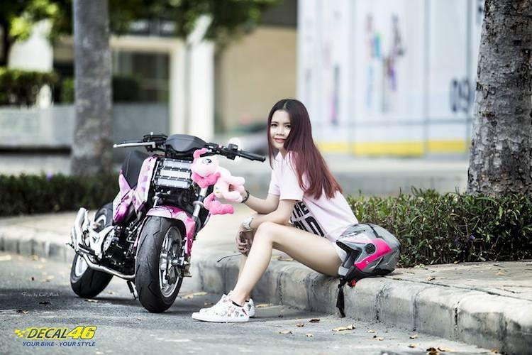 Nu biker Viet cuc cool ben Honda MSX125 hang khung-Hinh-2