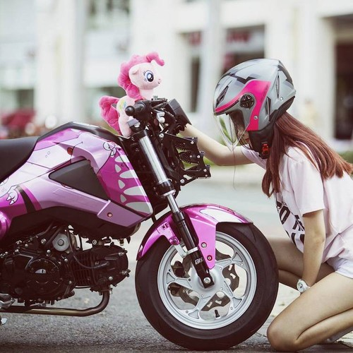 Nu biker Viet cuc cool ben Honda MSX125 hang khung-Hinh-3