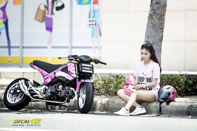 Nu biker Viet cuc cool ben Honda MSX125 hang khung-Hinh-4