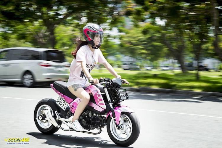 Nu biker Viet cuc cool ben Honda MSX125 hang khung-Hinh-6