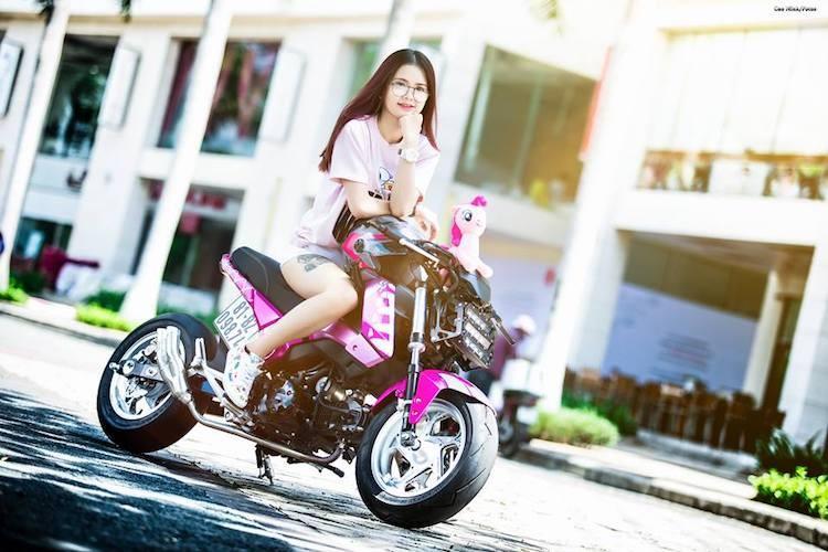 Nu biker Viet cuc cool ben Honda MSX125 hang khung