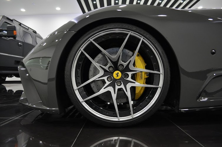 Sieu xe Ferrari F12Berlinetta N-Largo S gia 16,66 ty dong-Hinh-4