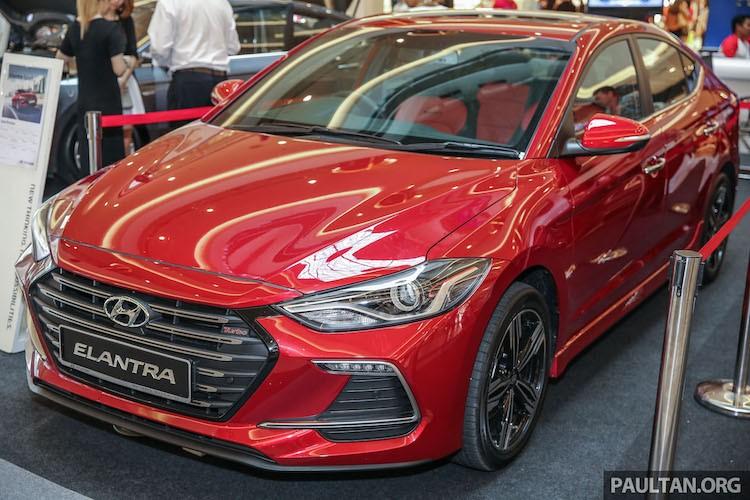 "Hyundai Elantra ban the thao ""sieu re"" gia 719 trieu"