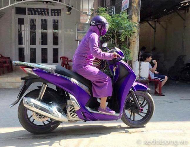 """Nguoi Ha Noi cuoi xe may chong nang 40 do nhu """"Ninja""""-Hinh-2"""