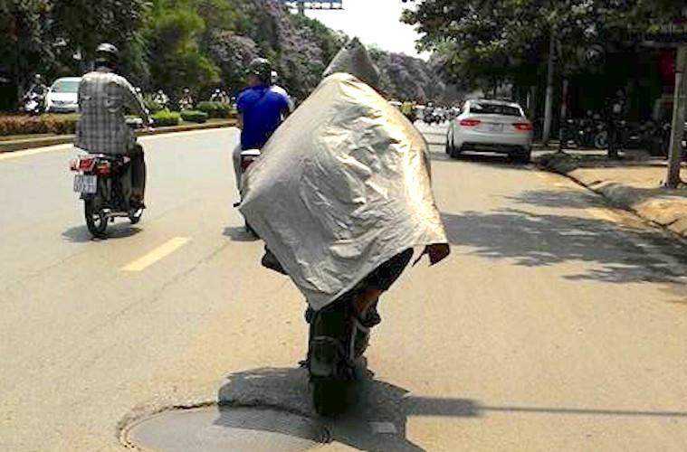 """Nguoi Ha Noi cuoi xe may chong nang 40 do nhu """"Ninja""""-Hinh-7"""