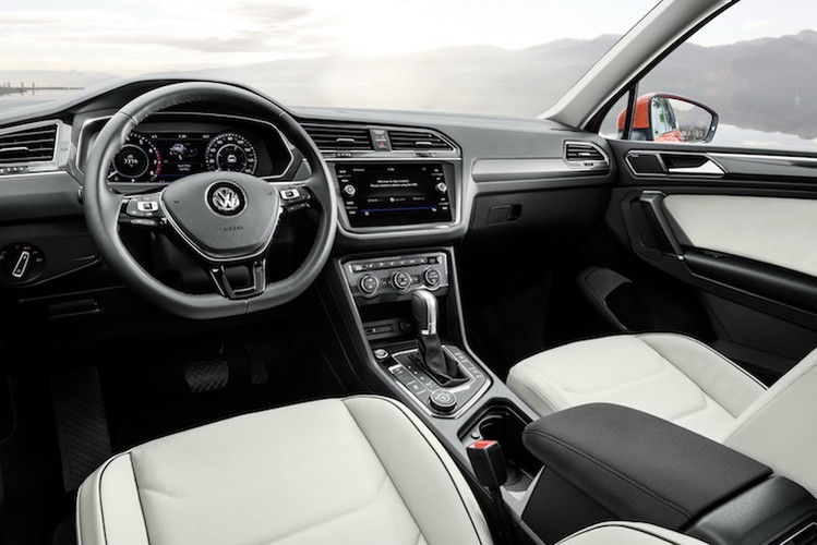 Chot gia 659 trieu, Volkswagen Tiguan quyet ha Honda CR-V-Hinh-4