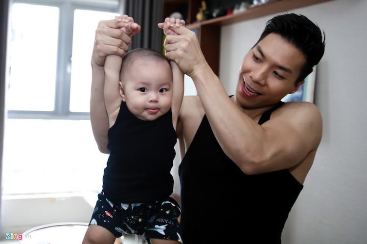 "Anh em ""hoang tu xiec"" tap xiec cho con trai tu 2 thang tuoi-Hinh-5"
