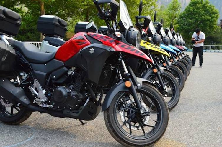 Can canh moto Suzuki V-Strom 250 gia chi tu 99 trieu