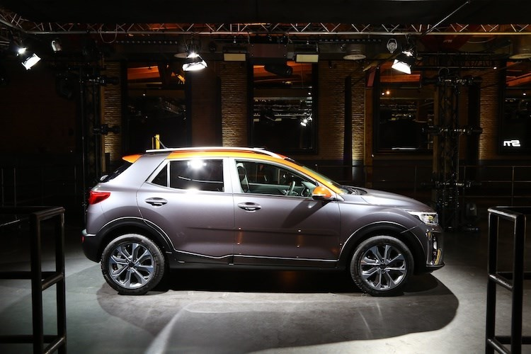 Bo doi xe gia re Hyundai Kona va Kia Stonic co gi?-Hinh-8