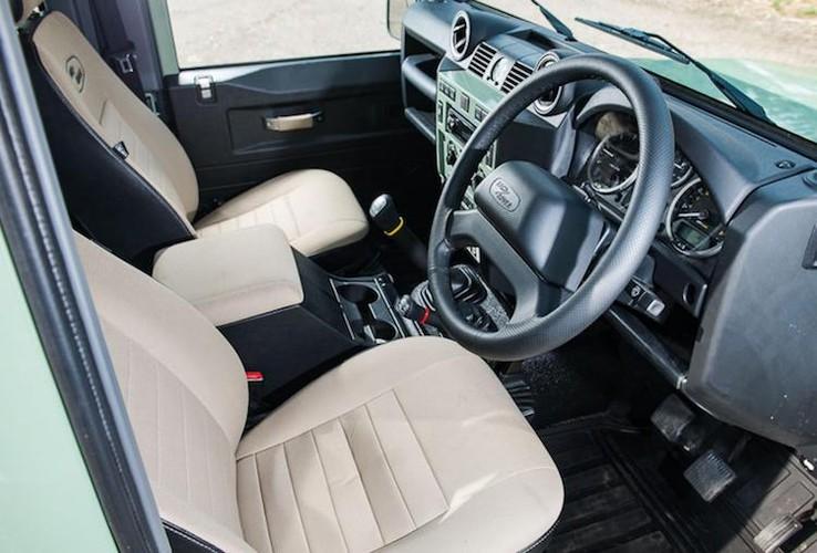Mr.Bean ban xe dia hinh Land Rover Defender gia 1,3 ty-Hinh-4