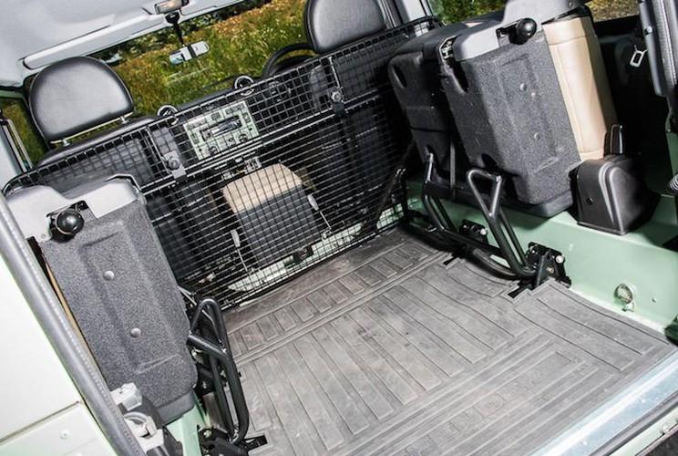 Mr.Bean ban xe dia hinh Land Rover Defender gia 1,3 ty-Hinh-5