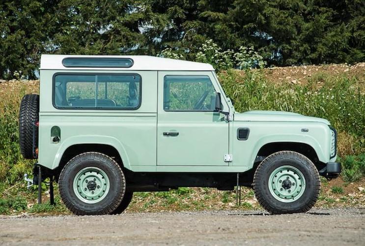 Mr.Bean ban xe dia hinh Land Rover Defender gia 1,3 ty