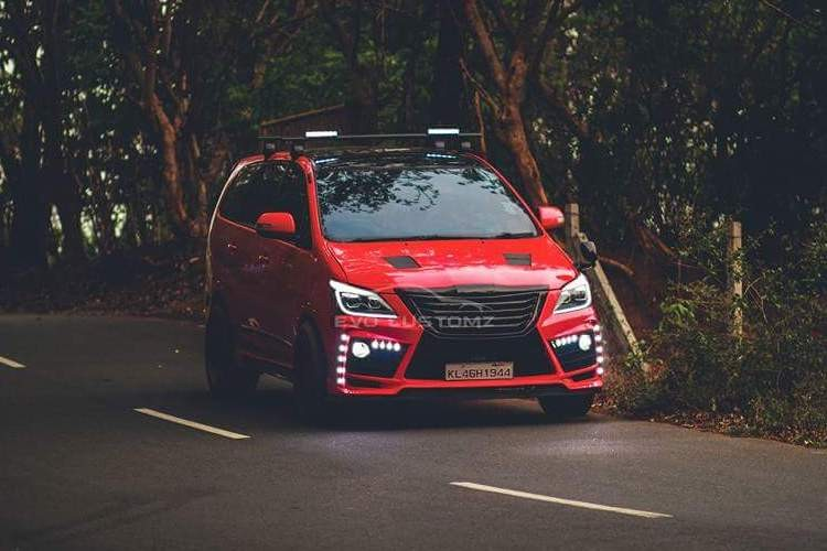 Can canh Toyota Innova do Lexus gia chi 70,4 trieu