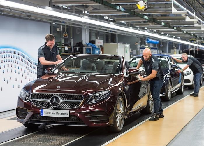 """Mercedes E-Class mui tran len day chuyen """"chot gia"""" 1,4 ty"""