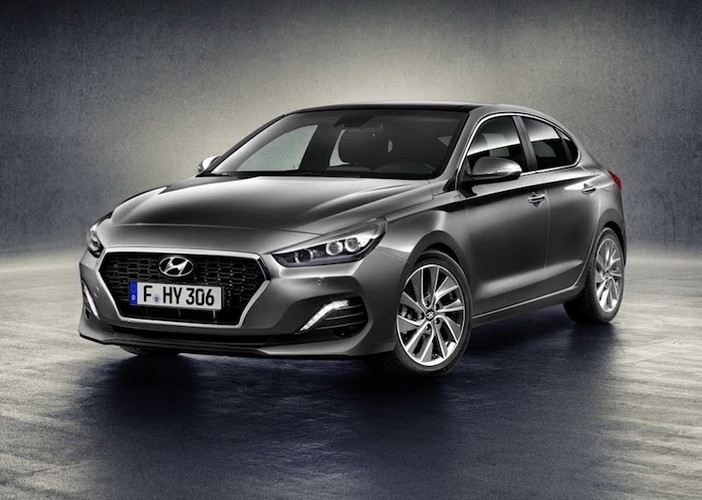 Coupe 5 cua hang C Hyundai i30 Fastback co gi hay?