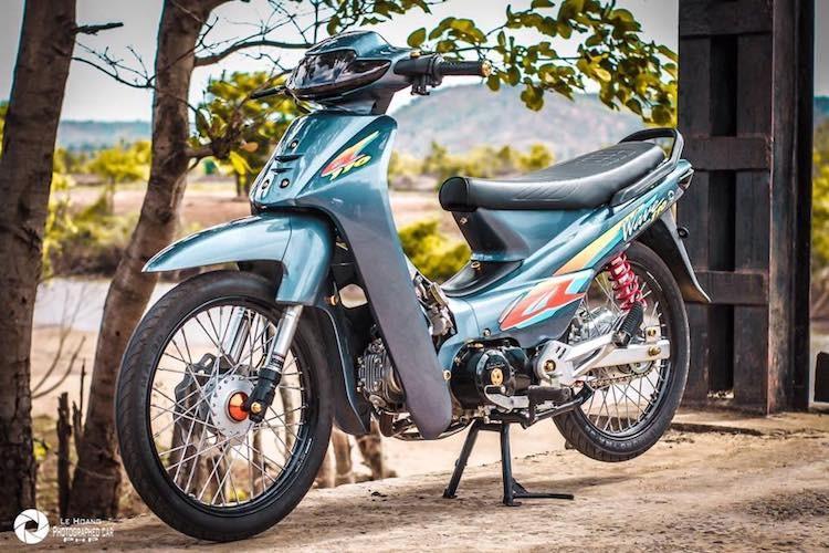 "Dan choi Da Lat do Honda Wave Thai ""noi cong khung"""